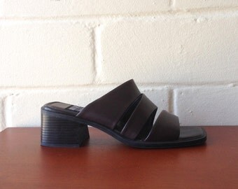 FLASH SALE! Vintage 90s dark brown strappy chunky sandals / block heels / 8