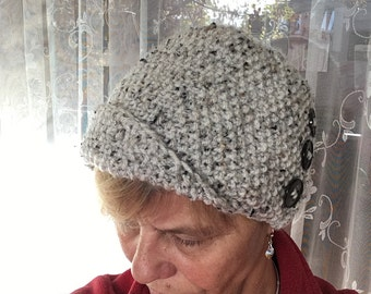 Cloche, hand knitted hat, retro hat, tweed yarn, cloche with button