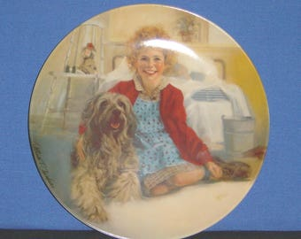 Annie and Sandy ~ Collector Plate by Columbia Pictures - NEW (SS)