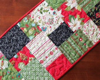Traditional Christmas Quilted Table Runner, Christmas Table Runner, Traditional Christmas Table Runner, Poinsettia Table Runner, Red Black