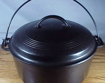 WAGNER WARE #8 Dutch Oven, Bail handle 1268 & Matching Lid 1268 B - Great Condition