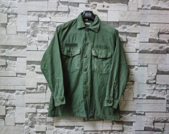 vintage army shirt jacket button down OG 107 military issue WWII camo pocket green