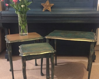 ON SALE Vintage nest of 3 coffee tables. Patina effect.