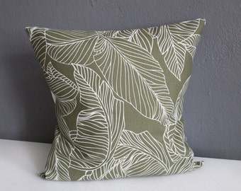 Pillow case with leaf pattern