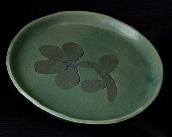 Ceramic decorative singel flower plate in green