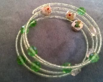 Lovely Pale Green Bead Bracelet with Cloisonne Beads    Hand Made