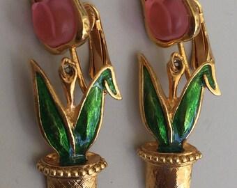 Adorable vintage Tulip Dangle Clip On Earrings .