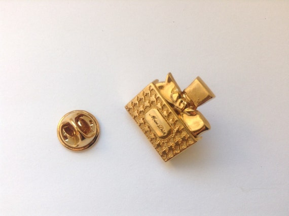 Authentic perfume pin by Christian Dior, design perfume bottle, gold plated, excellent condition