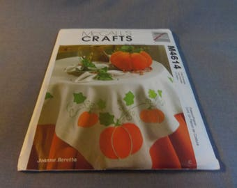 Autumn, Halloween Table Decor, Harvest Tabletop, Uncut, McCalls M4614, Tablecloth, Napkins, Pumpkin