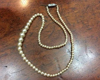 Faux pearl necklace single strand champagne
