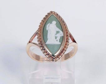 10K Yellow Gold Green and White Wedgwood Ring, size 5