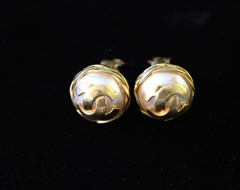 Authentic vintage CHANEL EARRINGS / clip on earrings