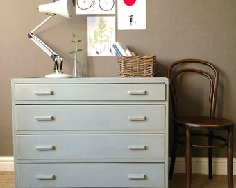 SOLD Vintage Chest of Drawers / Dresser