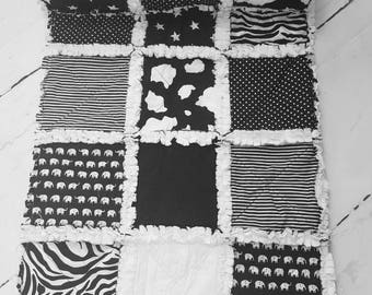 Baby quilt - monochrome baby quilt - black and white quilt - minky quilt - nursery bedding - baby shower gift - gender neutral quilt - crib