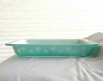 Turquiose Snowflake Pyrex casserole baking dish Pyrex 548-B