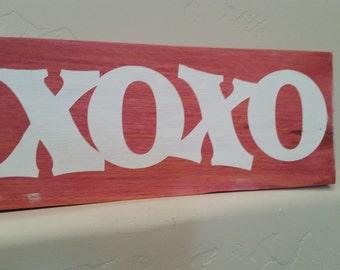 "Valentine's Day ""XOXO"" Sign"