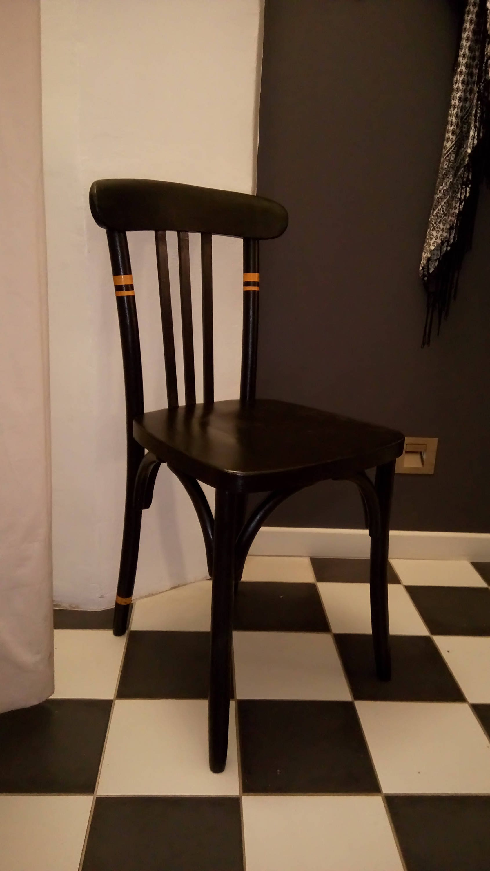 chaise bistrot ancienne revisit e. Black Bedroom Furniture Sets. Home Design Ideas