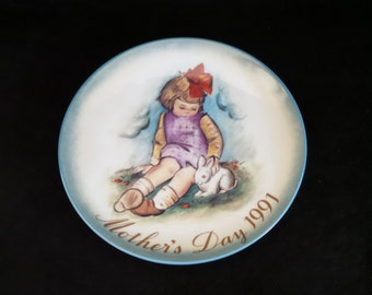 """1991 Schmid Mother's Day """"Soft and Gentle"""" Collector Plate Inspired by Berta Hummel"""