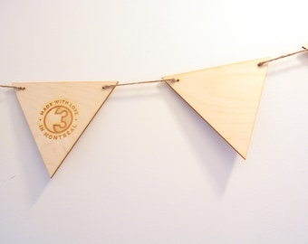 Wooden pennants banner, customizable, wedding, room, logo, drawing, color, laser engraving, rustic, exhibition, stand, expandable size, deco