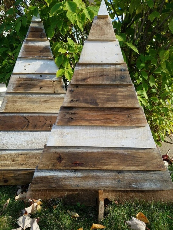 30 Pallet Christmas Tree