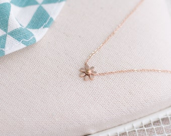 Cute Daisy Flower Necklace Stainless Steel 16-18.5inch Rose Gold Plated 18K Gift for Her for Mom Christmas Gift