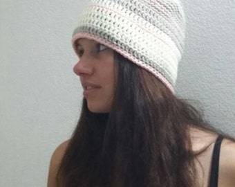 Warm crochet hat in taupe and écru-size L