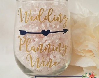 Wedding Planning Wine Glass // Future Mrs Wine Glass // Bridal Shower Gift // Gifts for Bride // Engagement Gift // Bride to Be Gift