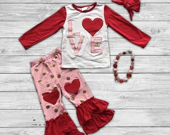 Wear Your Hearts on your Knees Outfit with Accessories
