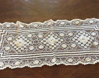 Vintage crochet netted lace table scarf-white-flowers-antique-kitchen-linen