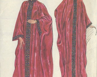 "1970s Vintage VOGUE Sewing Pattern B31 1/2""-32 1/2"" CAFTAN (R902) Vogue 9372"