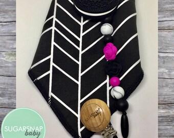 Gift Set - Bandana Bib & Teether - chew beads- silicone teether - organic cotton black and white chevron bandanna bib - oreo cookie original