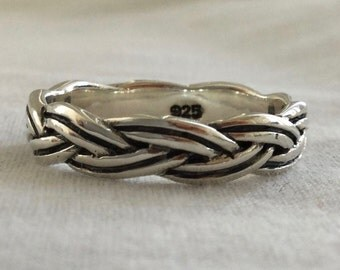 Handcast 925 Sterling Silver Irish Celtic Weave of Eternity Band Ring