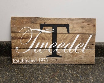 Valentines Day Gift,Custom Name Sign, Last Name Sign,  Personalized Wood Sign, Wedding Gift , Established Date  Sign, Anniversary Gift,