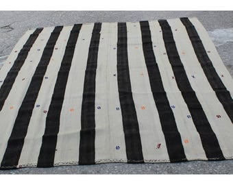 White and Black Kilim rug,260x215cm,8.5x7.1 ft,Kilim,Rug,Turkish rug,Turkish kilim,Turkish Kilim rug,Vintage Rug,Kilim Rug,Kilim,1133