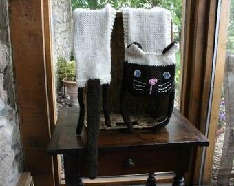 Nia - The Siamese Cat Scarf