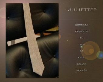 Juliette. Tie esparto.