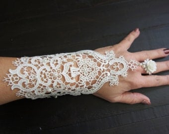 Bridal crocheted Gloves with pearl, Lace Formal Gloves, Lace Bridal Gloves, White Lace Gloves, Dress Wedding Gloves, White Bridal Gloves