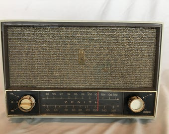 Vintage 1959 Zenith White C724G Tube Radio AM/FM - NICE Working Condition!
