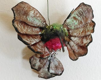 Pine Cone Ruby Throated Hummingbird, Ornament, Decoration
