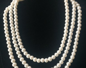 3-strand glass pearl necklace