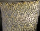 Housse de coussin brocard de coton environ 40 cm x 40 motifs fleurs oiseaux / bleu marine et doré