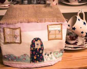 The Cute Cottage Tea Cosy