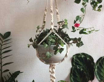 "Macrame ""Abby"", suspension for plant"