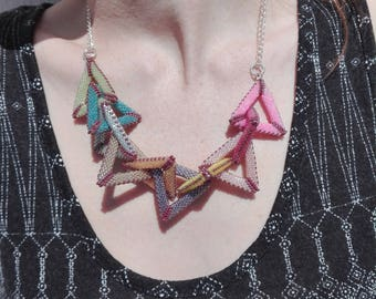 Metal chain necklace and its 10 triangle hand-woven