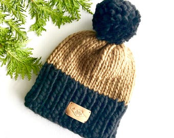 Hat / Pompom / black and caramel / wool and recycled fur / Peruvian wool / recycled fur