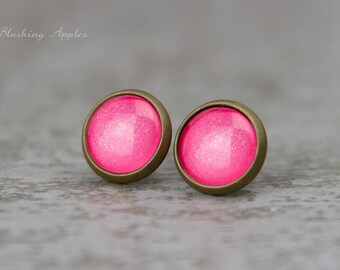 """Earrings Studs in pink """"Pinking of you"""", 10 mm / hand painted earplugs - minimalistic earrings, everyday jewelry"""