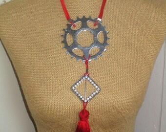 Mechanism design necklace