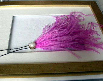 PIN feather fuscia