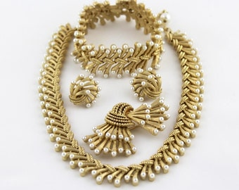 Reserved for Shamma Vintage Trifari Chantilly Necklace Bracelet Earring And Pin Grand Parure Set