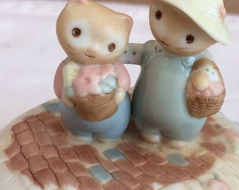 2 Cats With Flower Baskets Music Box